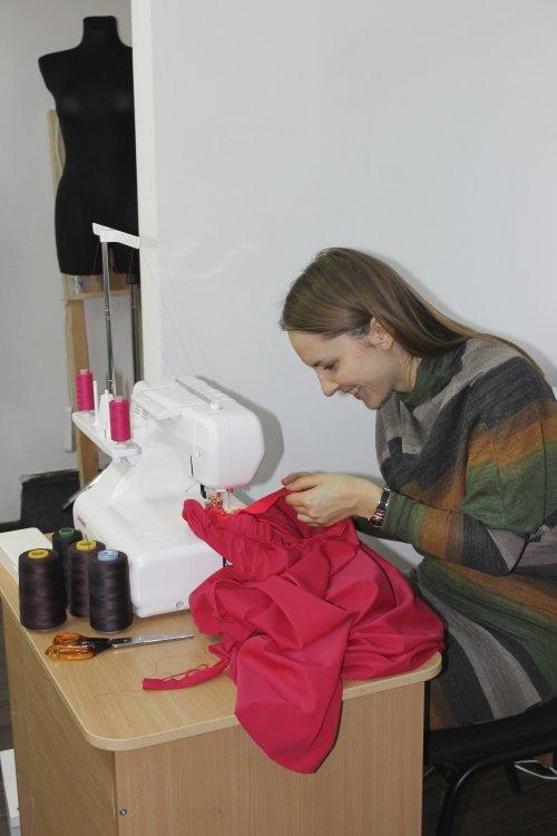 Работа на оверлоке в Школе дизайнерского мастерства Елизаветы Добрицкой