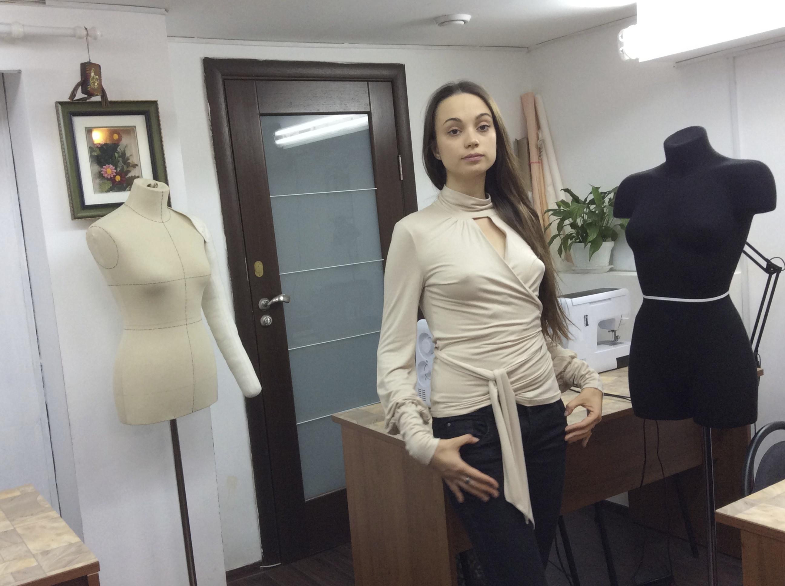 Курсы кройки и шитья Шить блузку из трикотажа Школа дизайнерского мастерства Елизаветы Добрицкой